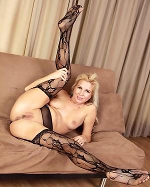 Flexible Moms Porn Pictures