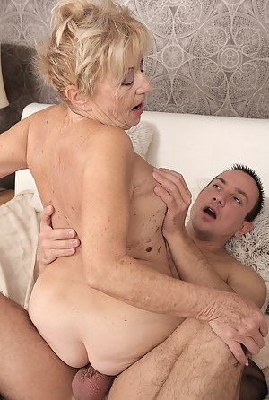 Moms Cowgirl Porn Pictures